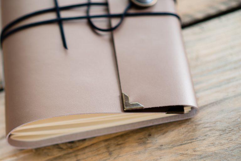 gastenboek-goud-leer