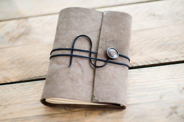 leer-vintage-journal-handgemaakt-sienna-sand-beige-licht-bruin