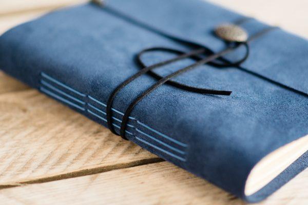 blauw-bruiloft-gastenboek-leer-02