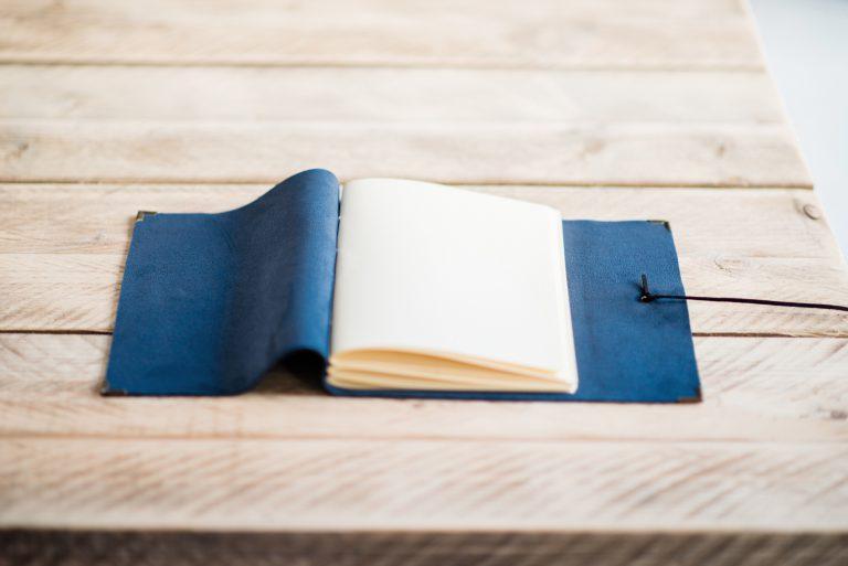 blauw-bruiloft-gastenboek-leer-03