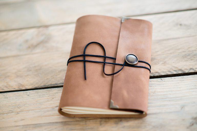 leer-gastenboek-sienna-licht-oranje-bruin-01-2