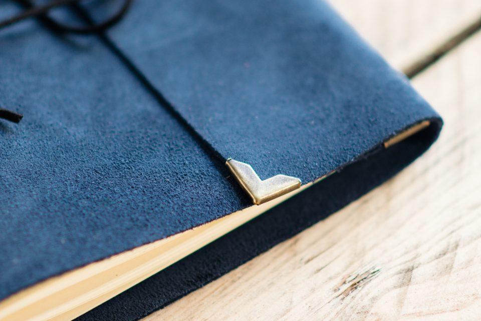 blauw-bruiloft-gastenboek-leer-01