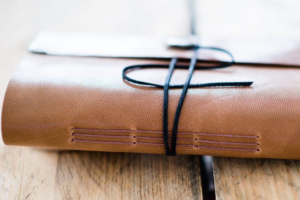 leer-gastenboek-sienna-licht-oranje-bruin-04