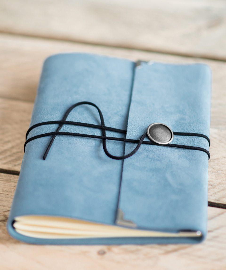 bruiloft-gastenboek-licht-blauw-luxe-leer-suede-1