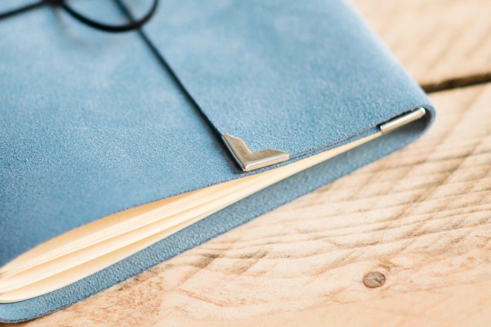 bruiloft-gastenboek-licht-blauw-luxe-leer-suede-3