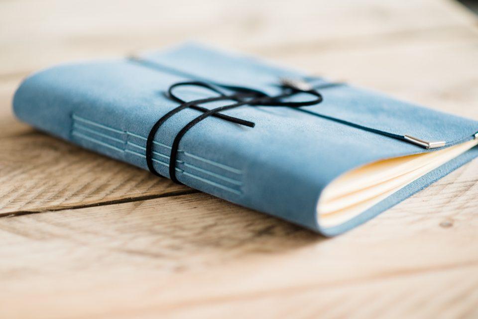 bruiloft-gastenboek-licht-blauw-luxe-leer-suede-4