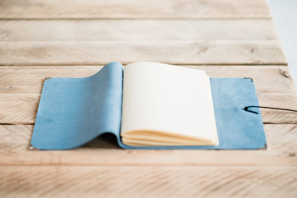 bruiloft-gastenboek-licht-blauw-luxe-leer-suede-5